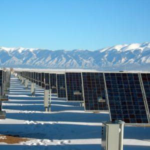 Produire plus d'énergie solaire en hiver grâce à la neige